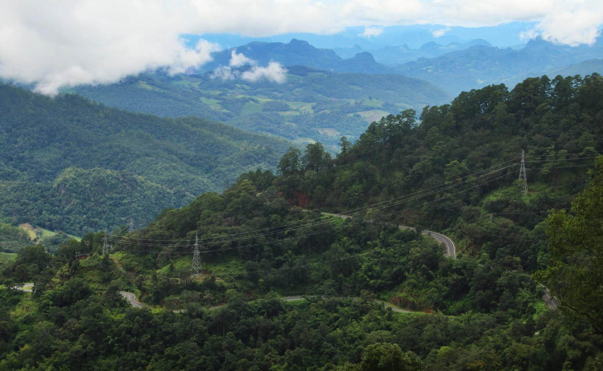 curvy roads on the mae hong son loop