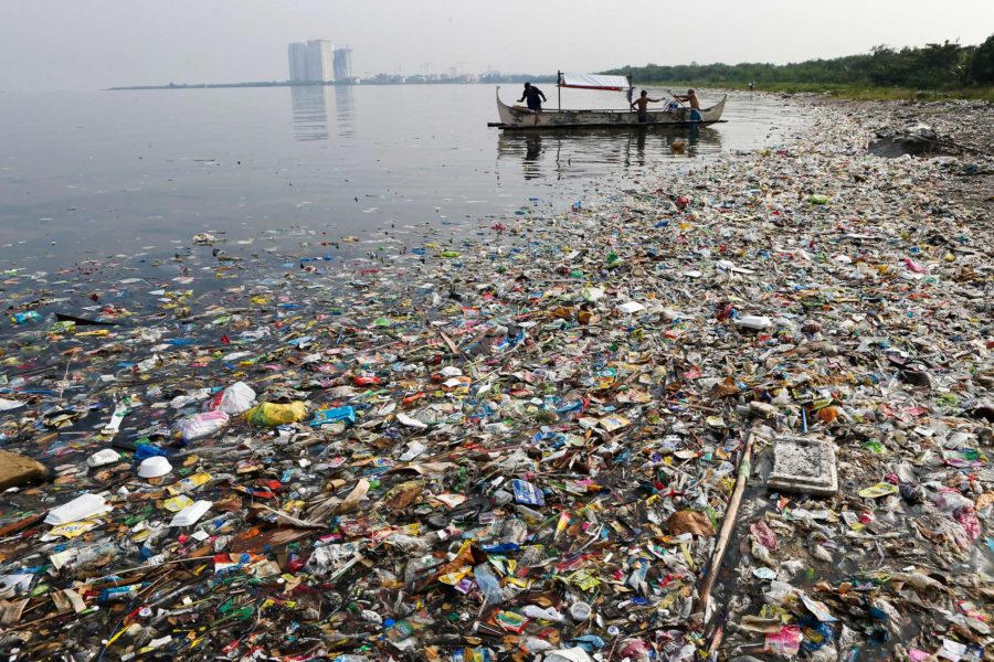 trash-filled manila bay philippines